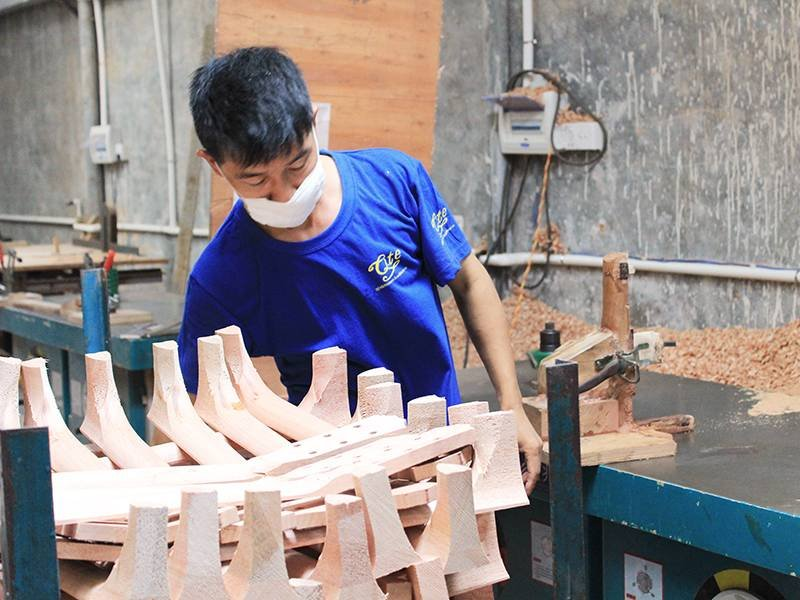 ukulele workshop production line-1